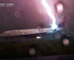 【衝撃映像】飛行機にカミナリ落ちるのは当たり前らしい・・・ 動画有り