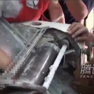 【閲覧注意】製麺機に手を入れた女性が手を取り出すと・・・