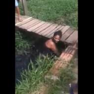 【修羅場】浮気現場に妻が遭遇→不倫女をドブ川に沈める