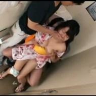 【輪姦動画】田舎ヤンキーの凶悪な犯行!夏祭り帰りの浴衣少女たちを公衆便所に連れ込んで中出し輪姦・・・