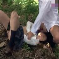 【JK野外輪姦動画】下校途中の女子校生が他校のヤンキーに繁みに連れ込まれて中出し輪姦レイプされてしまう・・・