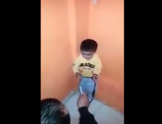 【幼児虐待】幼児にナイフの使い方を叩き込むDQNがヤバい・・・
