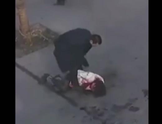 【閲覧注意】路上で彼女をめった刺しにするDQNクズ男がこれ・・・