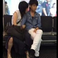 【流出映像】電車の中で手マンして楽しんでるカップルがいるんだけどwwwww