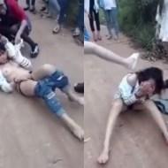 【本物いじめ】女の集団いじめがキチガイ過ぎる・・・町で全裸にして顔面に蹴り・・・