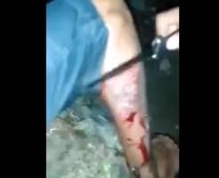 【衝撃映像】逮捕するから刺青落とせや→とんでもない落とし方する警察が容赦無いw ※血注意