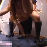 【集団レイプ】トイレで泥酔してるギャルを介抱すると見せかけて集団レイプ!!