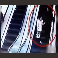 【衝撃映像】少女が乗ってるエスカレーターにショッピングカート落としてみたwDQNキチガイ過ぎる・・・