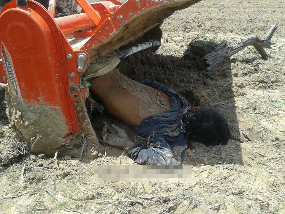 【閲覧注意】畑を耕す耕運機に巻き込まれた少年・・・