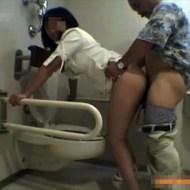 【JDレ●プ】女子●生の清楚な子がおっさんとトイレでのハメ撮り映像が流出www