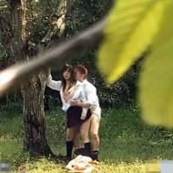 【素人盗撮】お盛んな学生カップルが人気のない林で青姦セッ●スwww