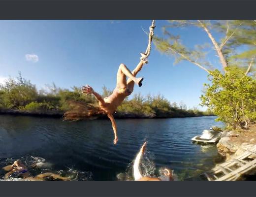 【衝撃映像】ターザンロープで川に飛び込もうとした女性の頭割れる