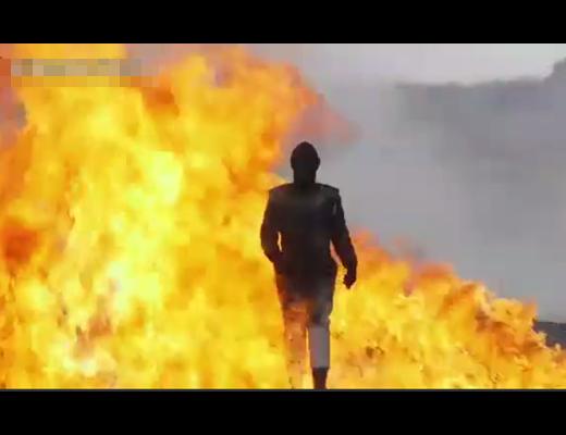 【衝撃映像】爆弾無効の防爆スーツ来て戦場歩いてみたwww