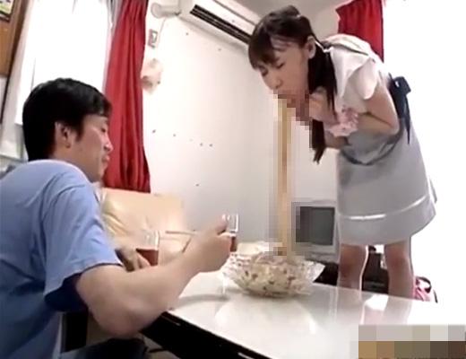 【日本人・超閲覧注意】彼女にゲ●ドレッシングぶっかけられて飯食える猛者ちょっと来てくれw ※グロ動画