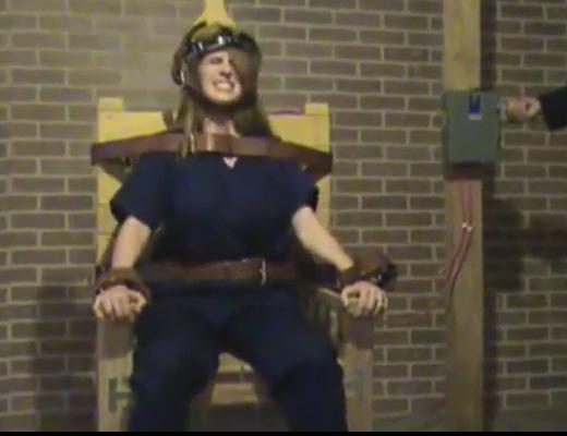 【エログロ】女に電気ショックして死ぬところを見ながら勃起したら負けかなと思ってる ※動画