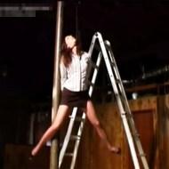 【無修正エログロ】美人でドMな彼女にガチの首吊りプレイしてみた・・・