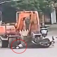 【閲覧注意】ショベルカーで街中走り回って1KILL 怖すぎる道路事情を中国からお送りします ※動画