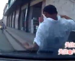 【衝撃映像】アクセルとブレーキ踏み間違えて2人跳ねた一部始終を車内のドライブレコーダーからお送りします