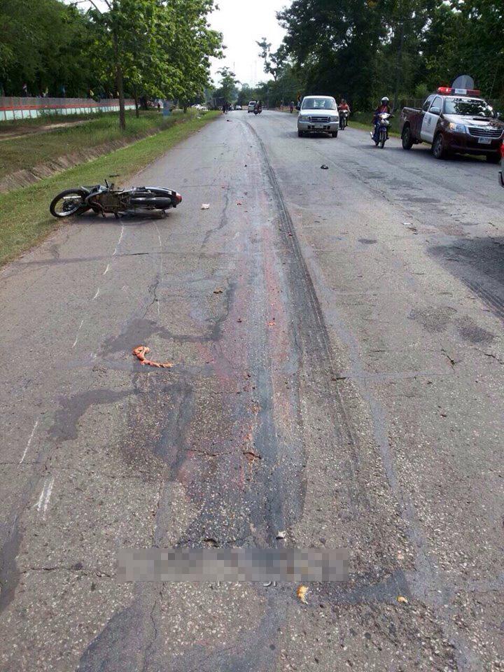 【グロ画像】18輪あるトラックに轢かれた女の子・・・?ペラペラの肉塊過ぎて女かどうかも性別怪しい・・・ ※閲覧注意