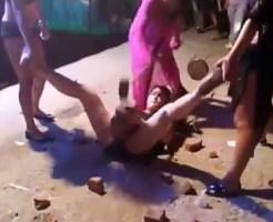 【エログロ】女の子の股間にレンガ乗せてハンマーで叩いてま●こ耐性チェックしますwww ※動画