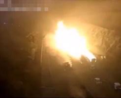 【絶体絶命】横転したタンクローリーが爆発して燃えながら他の車を巻き込んで横滑りしてきたら助かる気がしない・・・ ※動画