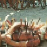 【グロ画像】とりあえず見える範囲だけ数えて刺さってる包丁の数が28本の死体