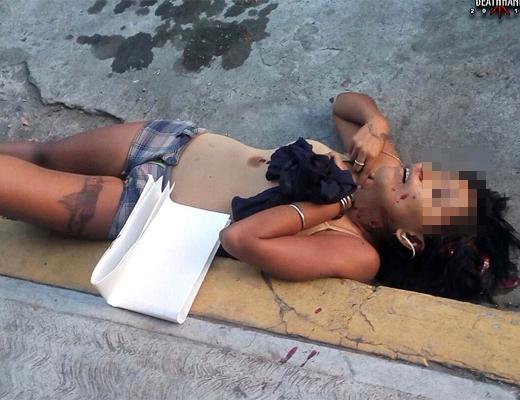 【エログロ画像】キメセク麻薬中毒のビッチが麻薬売人たちに射殺された殺人事件の女性死体はこちらから・・・※閲覧注意※