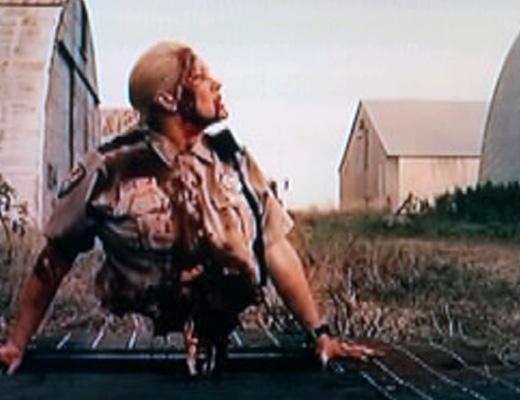 【グロ注意】ゾンビかよw事故で上半身だけでも生きている不死身の男性が発見される瞬間が完全にトラウマレベル・・・ ※閲覧注意