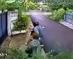 【強盗事件】バイクに乗ったひったくり犯が鞄を引っ張ったらおばちゃんが付いて来た・・・