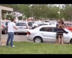 【人質救出】女性を人質に暴れ回る犯人!ありえない突撃で見事に犯人逮捕の瞬間!
