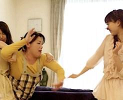 【衝撃映像】泥酔女同士の喧嘩!両者駅のホームから落下で引き分け!