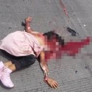 【閲覧注意】家族の乗ったバイクがトラックと事故・・・路上に転がる死体