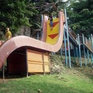 【ハプニング】勝手に空を飛んでしまう滑り台に挑戦してみたwww
