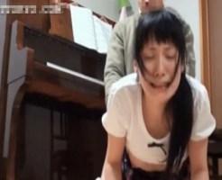 【近親相姦】真面目にピアノの練習をしていた美少女娘を犯す下衆オヤジの生ファックwww