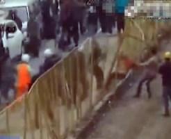 【衝撃映像:事件】中国ナイフを持った男が半狂乱で暴れまわる
