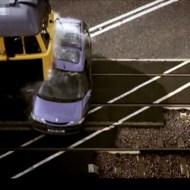 【衝撃:実験】ノーブレーキの電車に車が全力アタックされると・・・