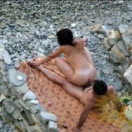 【本物盗撮】誰も見てないと信じて野外SEXしてるカップルがバッチリ盗撮されてる(22枚)