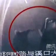 【グロ:中国】4台の車に轢かれて殺された老婆・・・だれも助けない