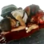 【グロ動画:子供】トラックに轢かれグチャグチャになった状態で喘ぎ苦しむ8歳の少年