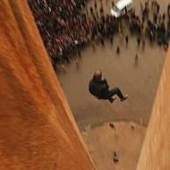【閲覧注意】同性愛という理由で高い建物からの突き落としの刑に処された男性。ハッド刑