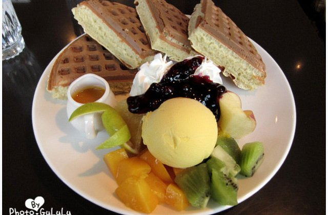 [台北] 士林咖啡弄|厚實飽滿鬆餅 東區也有分店 (葷素