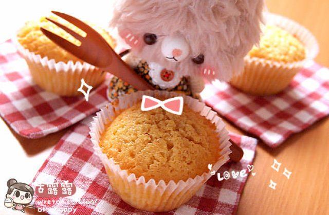 露露廚房奮鬥記 ▌料理白癡的「100分烘焙!」奶油杯子蛋糕