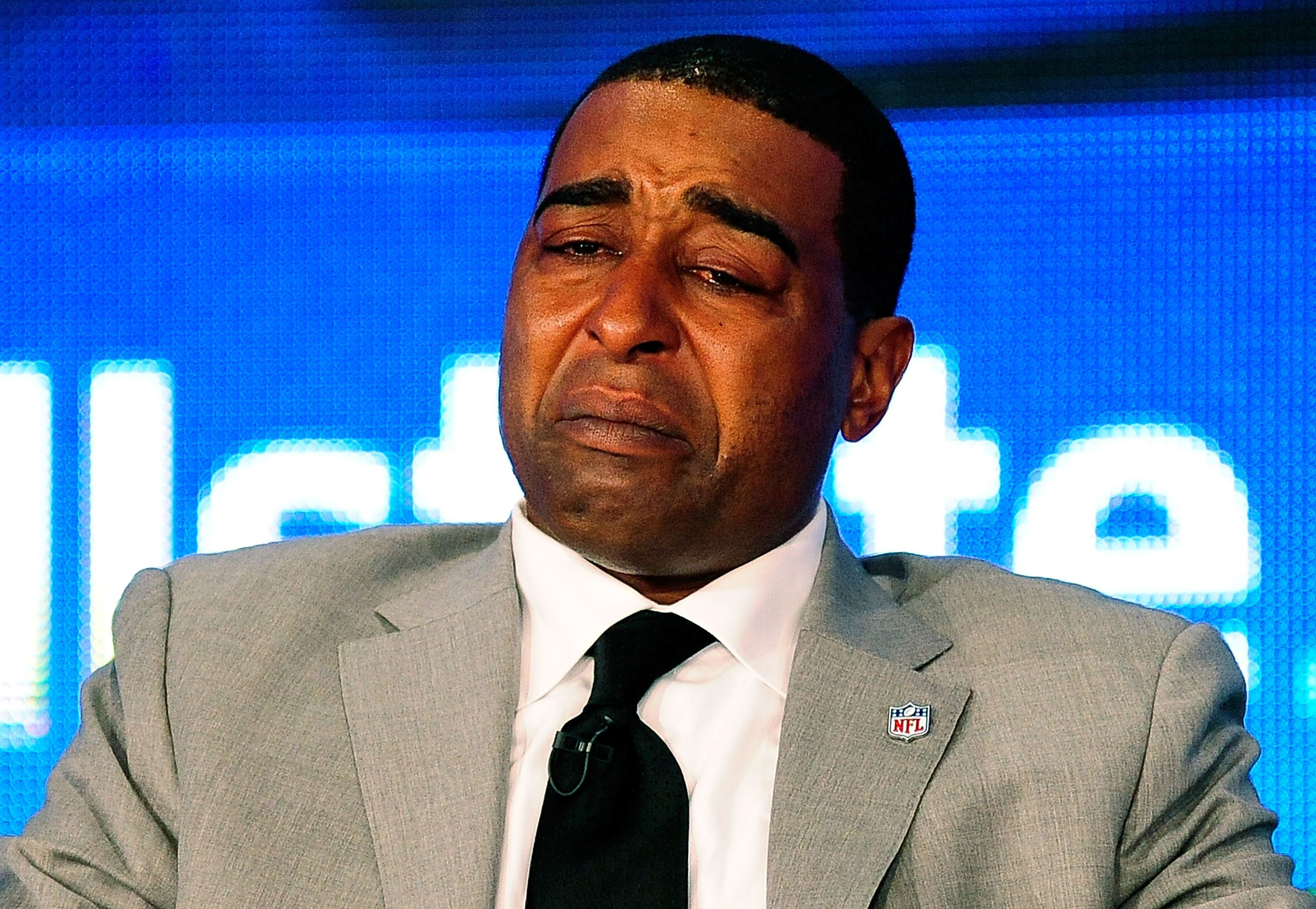 Cris Carter Apologizes For Advising Nfl Rookies To Have Fall Guy Huffpost