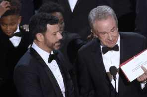 [新聞] 奧斯卡大烏龍!《月光下的藍色男孩》的最佳影片獎誤頒給《樂來越愛你》