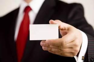 「你拿我的名片,報我的名字就可以了。」一位職場前輩拿名片給我,結果卻…