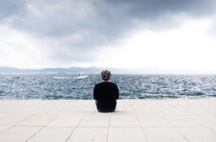 該怎麼幫助朋友走出憂鬱?其實有三件事最好不要做!
