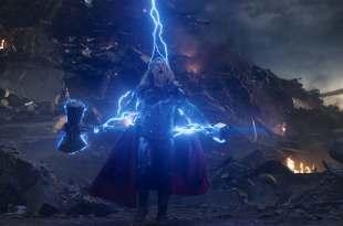 「為何索爾有新武器了,還要回到過去拿雷神之鎚?」這個舉動象徵了 2 個重要意義! – 我們用電影寫日記