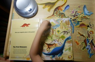史前時代恐龍的大尺寸磁鐵書|Dinosaurs and Other Prehistoric Creatures