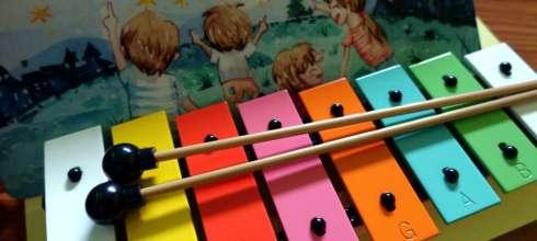 適合孩子的英文音樂教具 小小音樂家創意舞台組 聽CD,敲鐵琴,唱英文