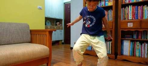 [感統運動] 在家也能動一動的viga體能平衡板,孩子愈動愈專心